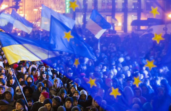 West Politicizes IMF to Support Ukraine